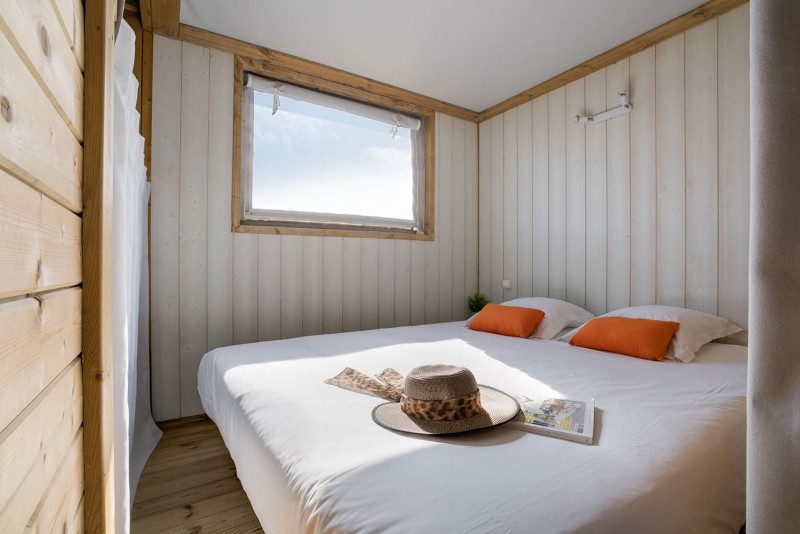 ile-de-noirmoutier-campings-sandaya-domaine-le-midi-lodge-sweet-home-4-pers-chambre-double-5907015
