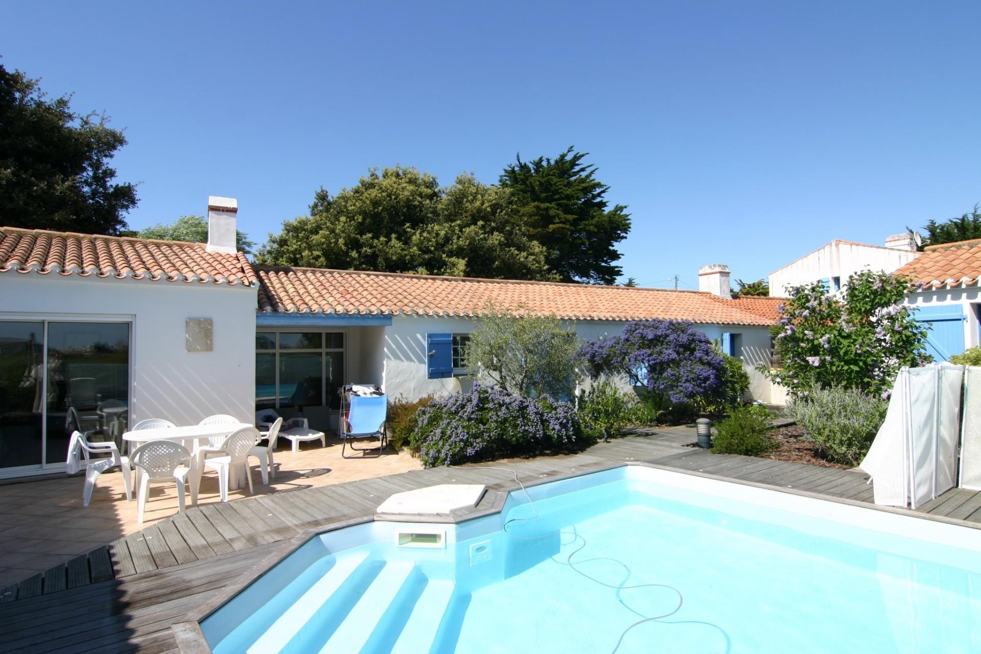 Mais l803 ile de noirmoutier l 39 herbaudiere villa for Cloture pour piscine gonflable